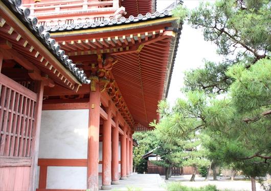 大徳寺の金毛閣側面