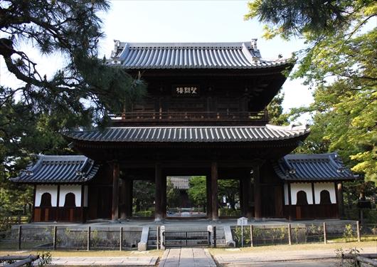 建仁寺の山門