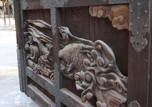 豊国神社唐門の鯉