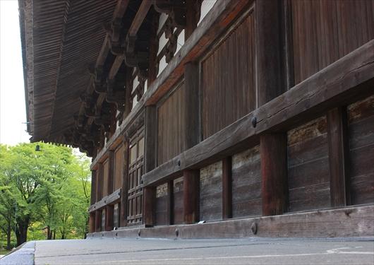 東寺金堂背面
