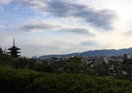 高台寺から見える大阪城の煙