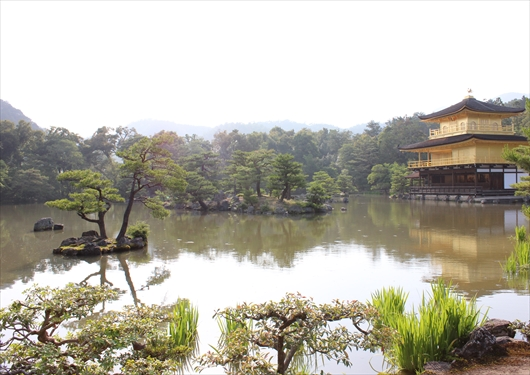 金閣と鏡湖池