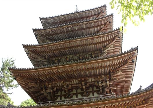 醍醐寺五重塔下から