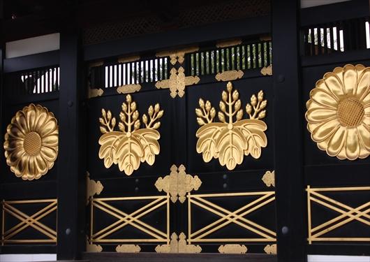 三宝院の唐門