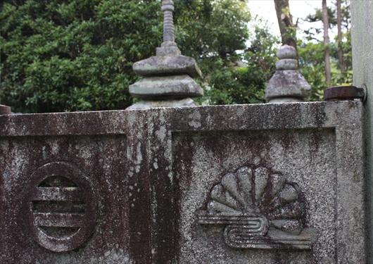 義詮と正行のお墓