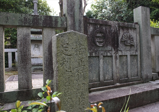 宝筐院の足利義詮と楠正行のお墓