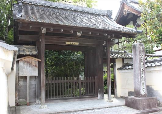 宝筐院の門