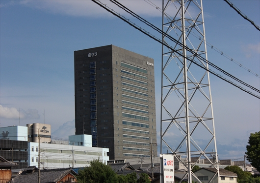 城南宮から見える京セラ本社