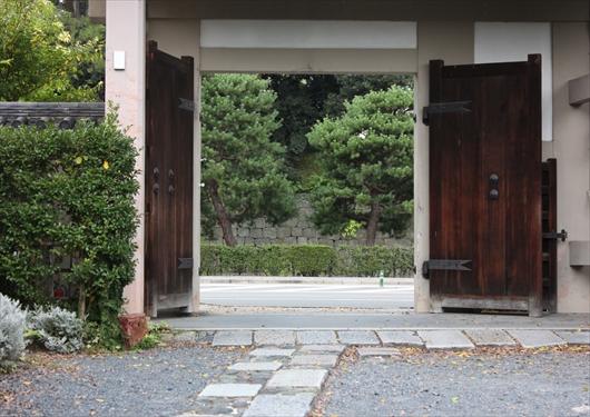 神泉苑北門から二条城
