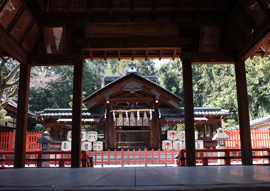 建勲神社拝殿から本殿