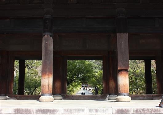 南禅寺三門の下