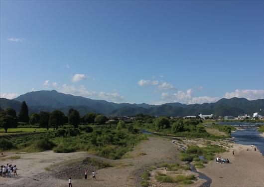 松尾橋から嵐山の景色