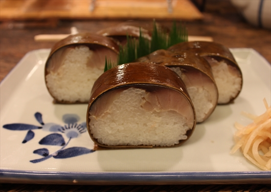 いづう鯖寿司昆布巻き