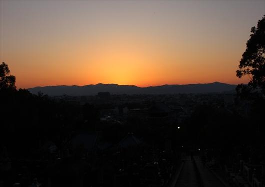 会津墓地から京都市内を望む