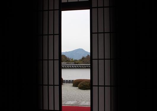 正伝寺法堂から比叡山