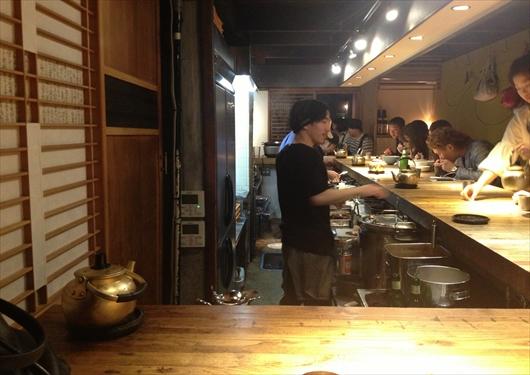 和醸良麺すがり店内カウンター