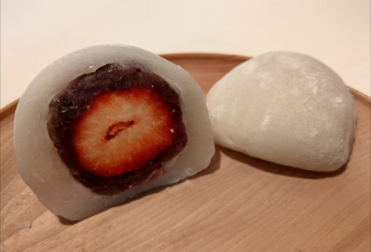 鳴海餅本店のイチゴ大福