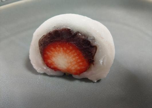 鳴海餅のイチゴ大福