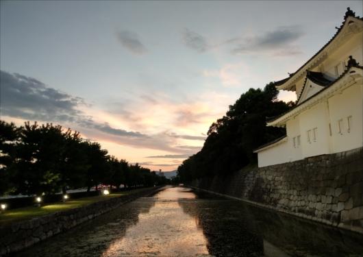 夕日を浴びる二条城
