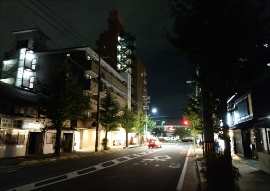 夜の二条駅前