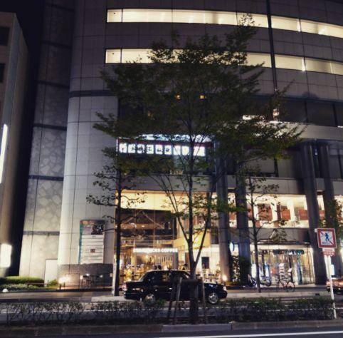 スタバ京都烏丸六角店外観