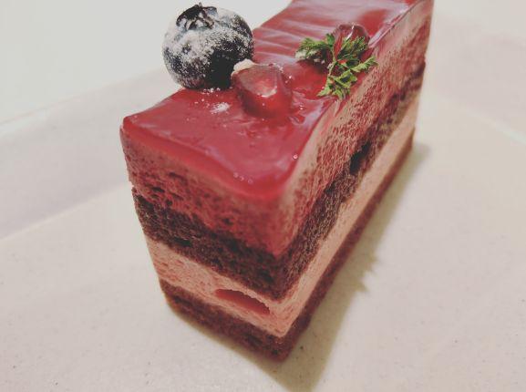 プチジャポネカシスムースケーキ