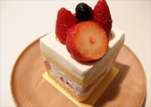 サロンドテエムエスアッシュ苺のショートケーキ