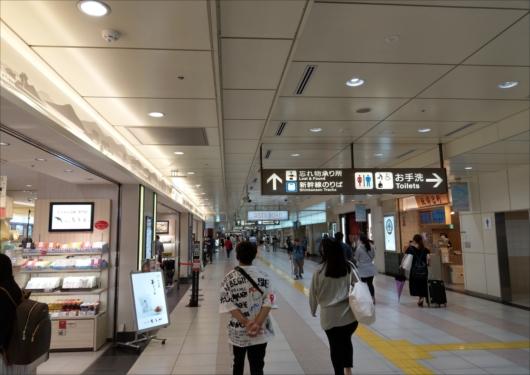 京都駅八条口改札前キヨスク