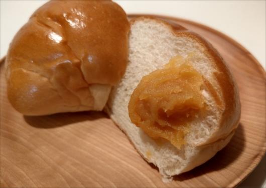 ロールパンに八百三の柚子味噌