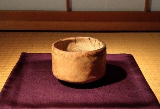 楽美術館初代長次郎赤楽茶碗つつみ柿