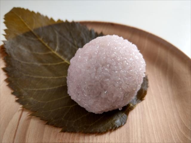 鍵善良房の桜餅