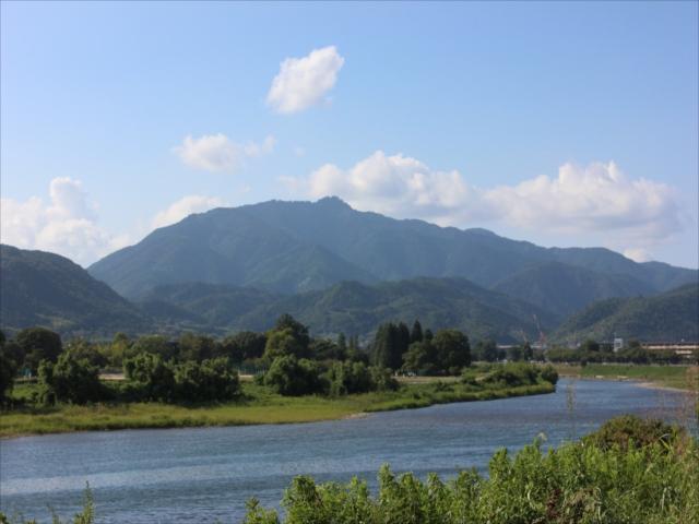 桂川から愛宕山
